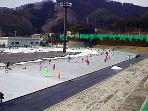 東北の冬遊びにトライ!子どもから大人まで楽しめる福島のスケート場情報の画像